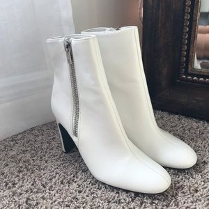 WHITE BOOTS!! size 7 1/2